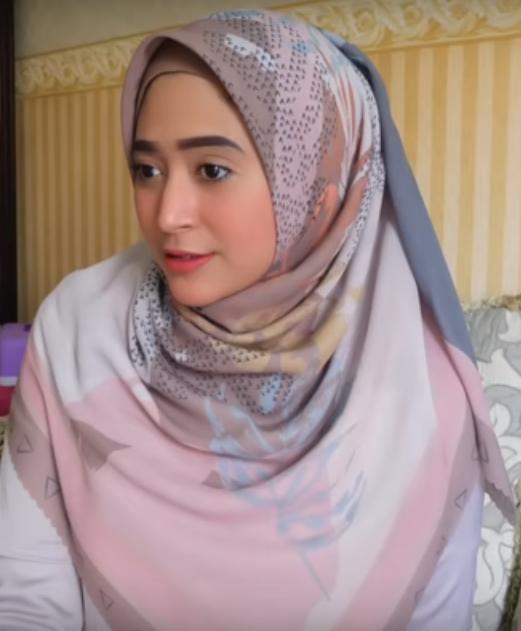 Tutorial-Hijab-Segiempat-Simpel-12