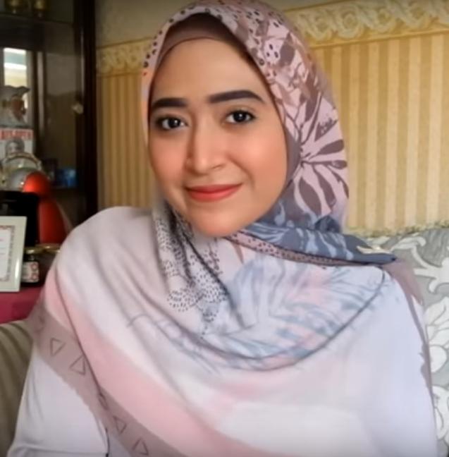 Tutorial-Hijab-Segiempat-Simpel-9