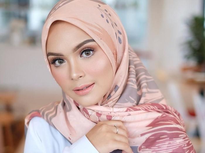 Tutorial Hijab Segiempat Simpel