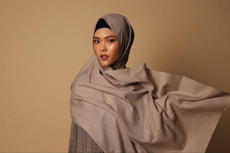 hijab-pashmina-menutup-dada